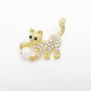 Brooch - Combination of Swarovski Crystal and a Pearl Cat