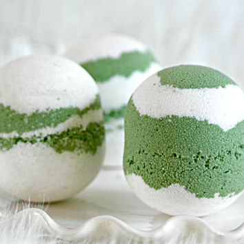 Lime Bath Bomb, Essential Oil Bath Fizzy, Green Layered Bath Bomb, Rosehip Seed Oil, Sweet Almond Oil, Vitamin E Bath Bomb, Handmade, 5 oz