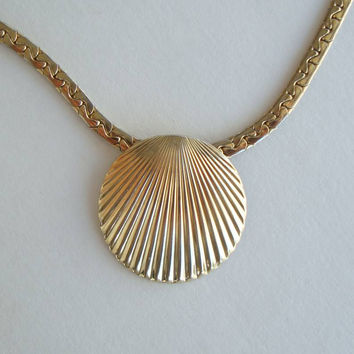 Park Lane Seashell Pendant Necklace C-Link Chain Marine Vintage Jewelry