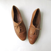 80s brown woven oxfords. braided shoes. leather lace up shoes.