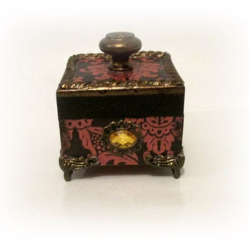 Victorian Trinket Box Jewelry Box Engagement Ring Box Ring Bearer Box Bridesmaid Gift Vintage Mini Antique Box Gift for Mom Birthday Gift