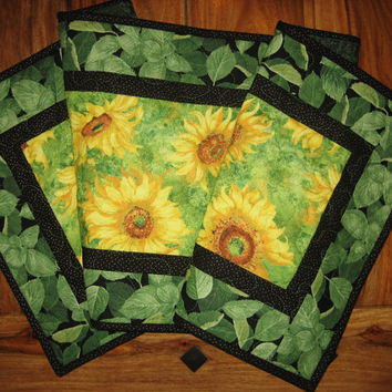 Yellow Sunflowers Quilted Tablerunner, Summer Table Runner, Bright Sunflowers Runner, Sunflower and Leaves Table Runner, Handmade