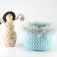 Frozen birthday favor, frozen snowflake bowl, Frozen inspired crochet basket, ice blue, silver faux fur, hair clip holder, little girl decor