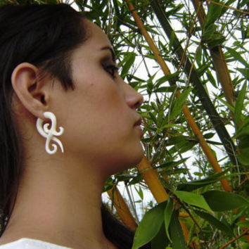 Fake gauges, Small twist  Bone ,Split Gauge Earrings, Fancy Craved Anela hawaii small
