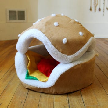 Hamburger cat and small dog bed // Different Sizes and toppings available