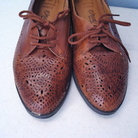 Vintage 1980s Shoes / Brown Leather Spectator Oxfords / 8 8.5