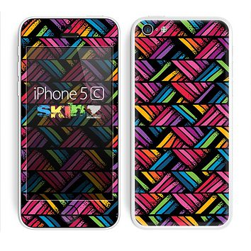 The Abstract Zig Zag Color Pattern Skin for the Apple iPhone 5c