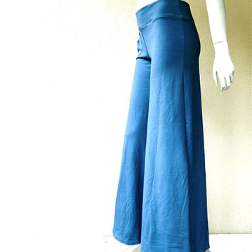 Wide leg pants with hip pocket