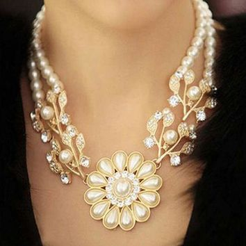 Korea Elegant Pearl Crystal Pearl Flower Bib Choker Necklace