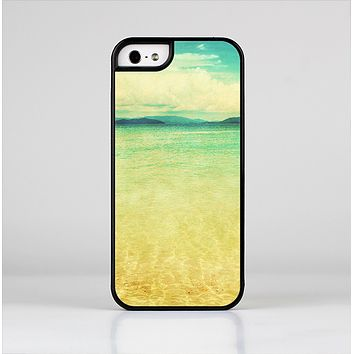 The Vintage Vibrant Beach Scene Skin-Sert for the Apple iPhone 5-5s Skin-Sert Case