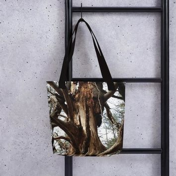 Old Tree Tote bag