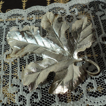 Ladies' Oak Leaf Brooch Large Silvertone Detailed Leaf Mid Century Retro Fashion Costume Jewelry Woodland Natural Design