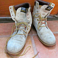 Vintage Mens Work Boots Wolverine Brushed Camel Brown Leather Lace Up Waterproof Oil Resistant Soles 90s Grunge Size 10.5 Medium