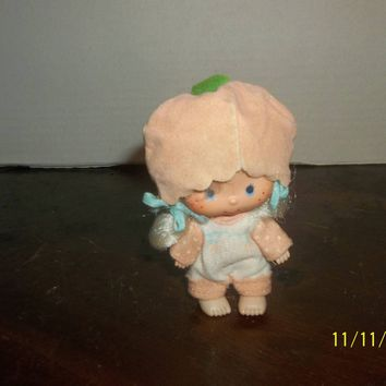 "vintage 1980's strawberry shortcake apricot doll 4"" tall"