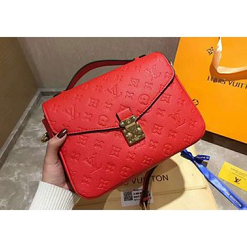 LV Louis Vuitton 2019 new classic presbyopic embossed women's shoulder bag Messenger bag red