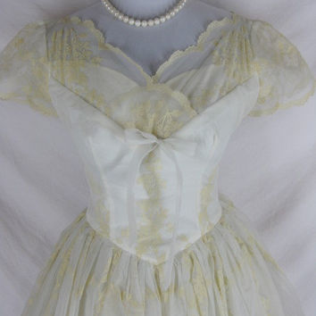 Vintage 50s Ivory Flocked Full Skirt Wedding Dress Gown w26