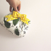 Pleated Purse/Wedding, Birthday, Coffee time -Clutch Leila-white cotton and green birds with Yellow Bow