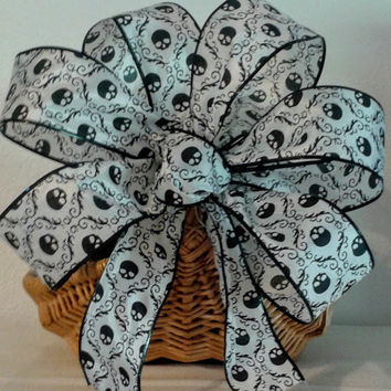 Halloween Skull Wreath Bow, Halloween Wreath Bow, Halloween Decorations, Skull Bow, Skull Wired Ribbon Bow, Handmade Halloween Wreath Bow