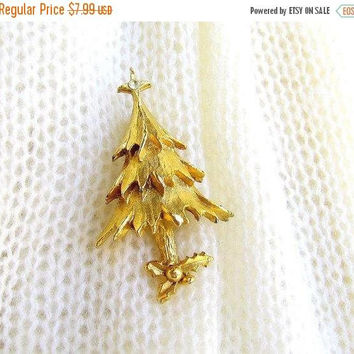 ON SALE Vintage Christmas Tree Pin. Holiday Brooch. Textured Gold Tone Christmas Tree Pin. Rhinestone Star