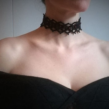 Gothic victorian style necklace choker crochet gemstones red jade beads coton lace