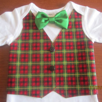 Boy red green plaid shirt, Boy Christmas bodysuit, Boy red green plaid onsie, boy green red outfit, Boy Xmas vest shirt, Boy red green vest