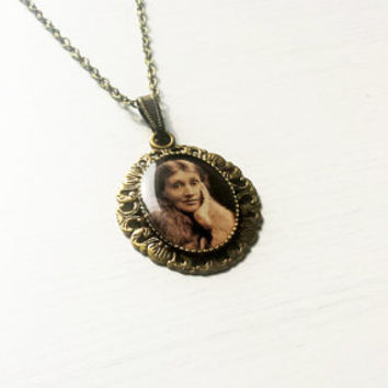 Virginia Woolf - Handmade Vintage Cameo Pendant Necklace - Literature Jewelry
