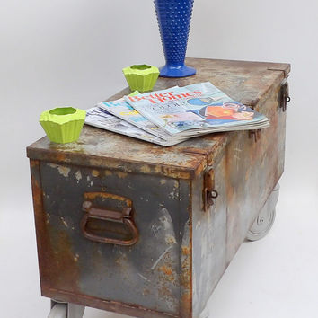 Coffee Table Trunk Metal Cabinet Casters Storage Case Rustic Metal Military Travel Foot Locker Foot of Bed Bench Linen Book Cabinet Rolling