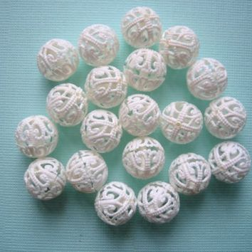 Vintage beads filigree cream ivory white plastic rounds 12mm (20)