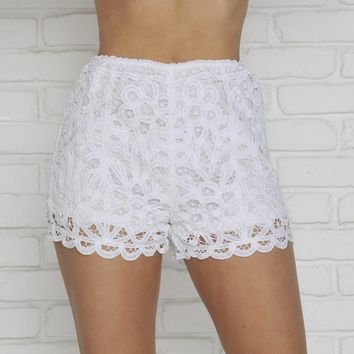 Feel The Breeze Shorts In White
