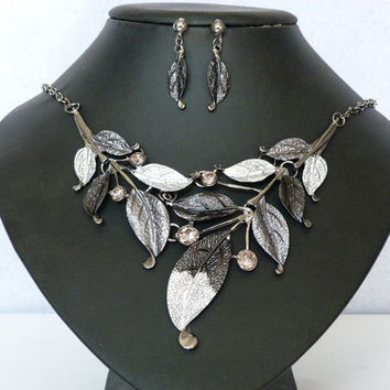 Beads Leaf Necklace And Earrings