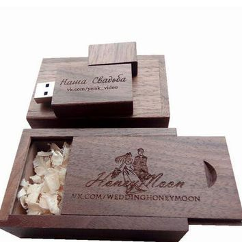 Wooden Walnut Memory flash stick.usb 2.0 version can engrave company logo on the key and box