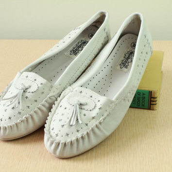 80s  - Ivory - Off White - Leather - Cut Out - Tassel - Slip On - Wedge - Loafers - Moccasins - Shoes - Womens - Size 10