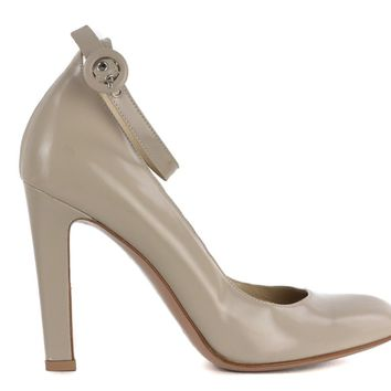 Gianvito Rossi Womens Grey Patent Leather Round Toe Buckle Pump
