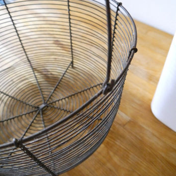 Vintage wire basket / Large wire basket/ Vintage french wire basket