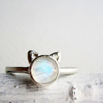 White Cat Ring, Rainbow Moonstone and Sterling Silver