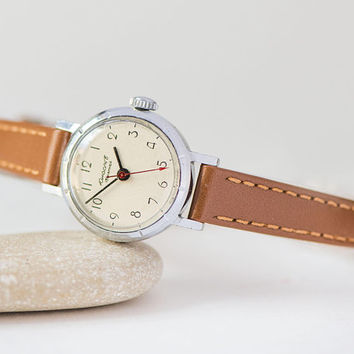 Vintage wristwatch for women's Youth, girl's watch USSR, simple design wristwatch, minimalist woman watch gift, genuine leather strap new