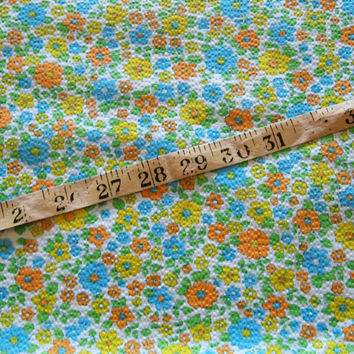 vintage 70s textured cotton floral print fabric, featuring lovely flower power design, 1 yard