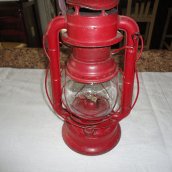 Red Dietz D-Lite Metal Railroad Farmhouse Lantern