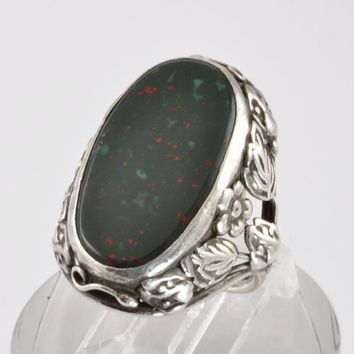 Vintage Sterling Silver and Bloodstone Ring - 1930s Art and Crafts Floral and Leaf Setting - Gemstone Ring - Gift for Her - Size 5 Ring