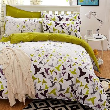 4pcs Flying Birds Bedding Set Brief Modern Style Bed Linens Plaid Duvet Cover Set and 2 Pillowcases Vivid Bird Print