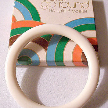 White Cream Lucite Bracelet Bangle Vintage Avon Color Go Round 1977 Large Round Flat Wide Band
