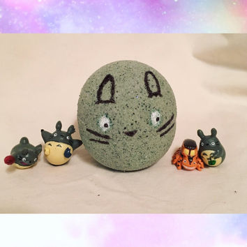 Totoro Bath Bomb with surprise Totoro Toy Inside!