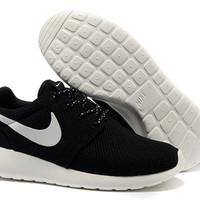 n011 - Nike Roshe Run (Black/White)