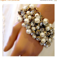 Bridal stretchable bracelet, Pearl bridal bracelet, vintage inspired pearl, gold and crystal wedding jewelry