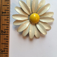 Vintage Enamel Costume Jewelry White Daisy Flower Brooch Pin