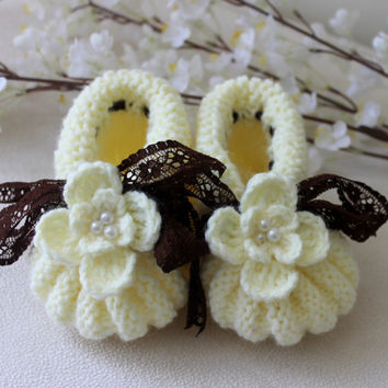 Hand Knitting Pastel Yellow  with Brown Lace Ribbon Baby Shoes / Baby Girls Booties / Baby Shower / 12-18 months / Ready to Shipping