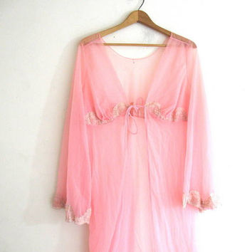 1960s robe / pink lace vintage lingerie / Lace dressing gown Hollywood Coverup Peignoir // size small