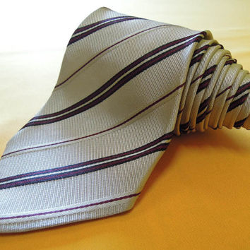 Gucci Tie Pure Woven Silk Stripe Pattern Ivory Vintage Designer Dress Necktie Made In Italy (14/12)