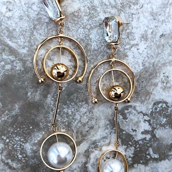 Times Like These Earrings: Gold/Pearl