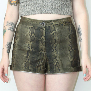 Vintage 90s Southwestern // Snakeskin Print Woven Shorts // High Waisted // Green // Size Small